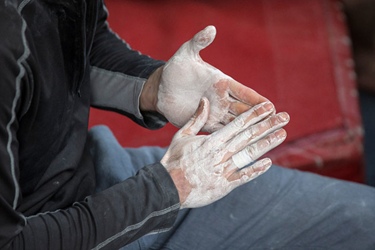 bouldering-chalk-hands.jpg