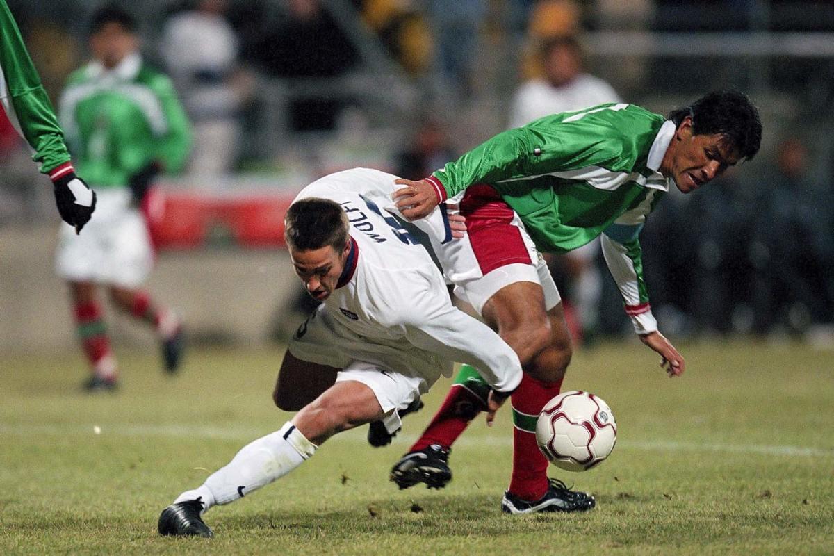 2001-0228-Josh-Wolff-Claudio-Suarez-001226995.jpg