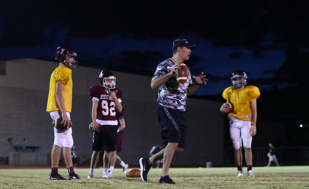 Warner shows the Wolves QBs how it's done, emphasizing the role of the feet and hips in a throw.