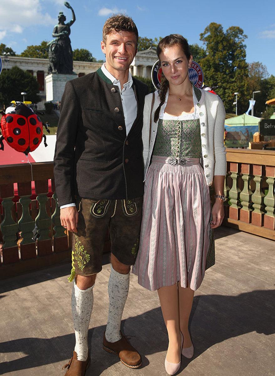Thomas-Mueller-Oktoberfest-wife-Lisa-490651110.jpg