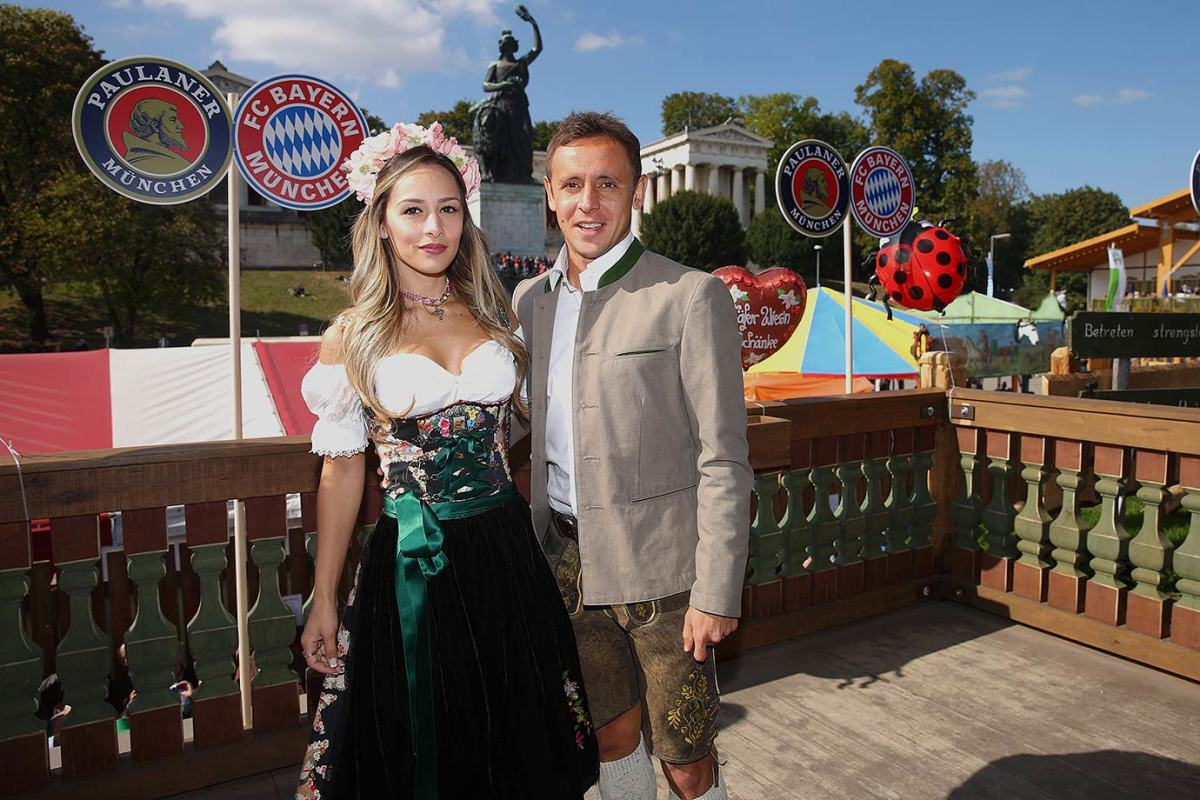 Rafinha-wife-Carolina-Oktoberfest-490651128.jpg