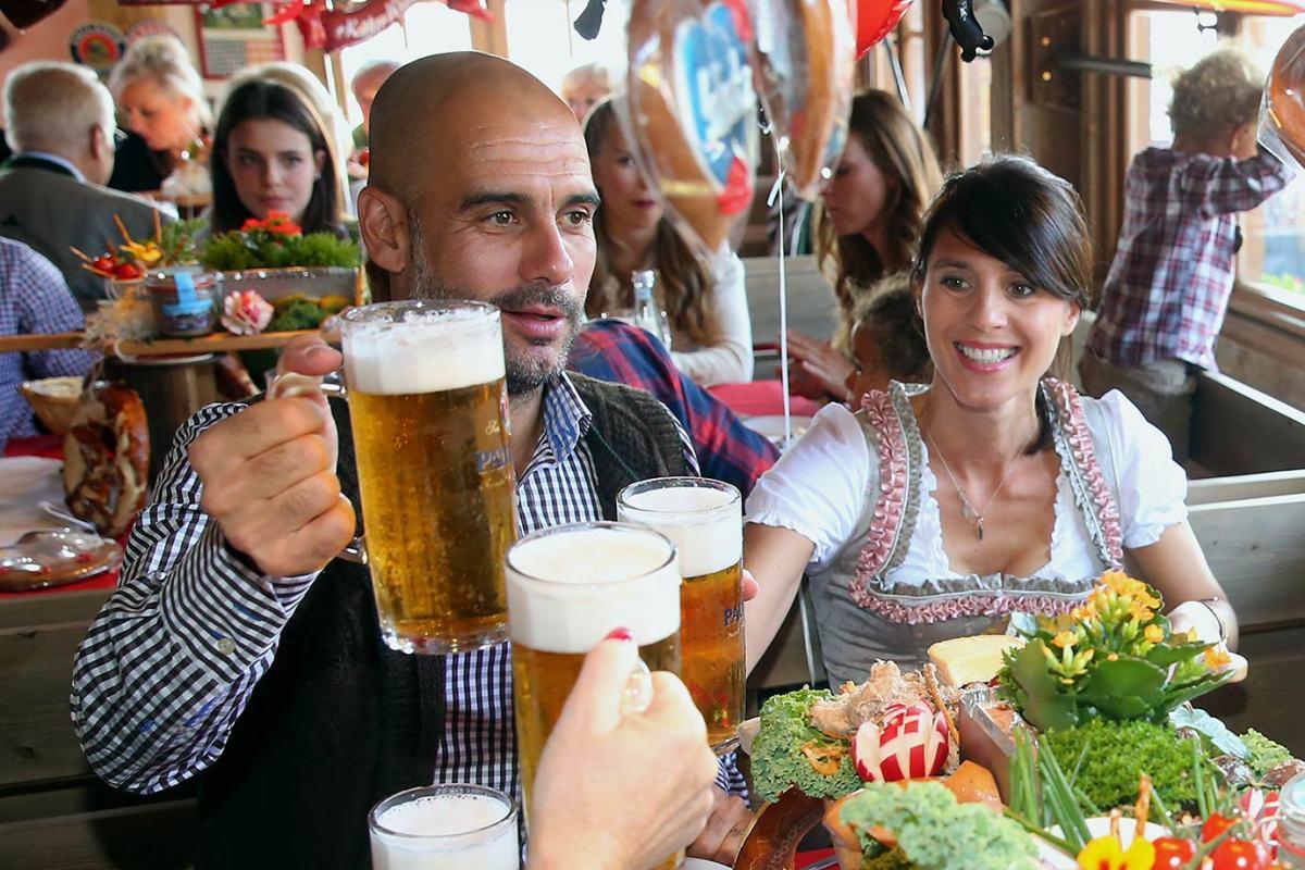Pep-Guardiola-wife-Cristina-Oktoberfest-490650034.jpg