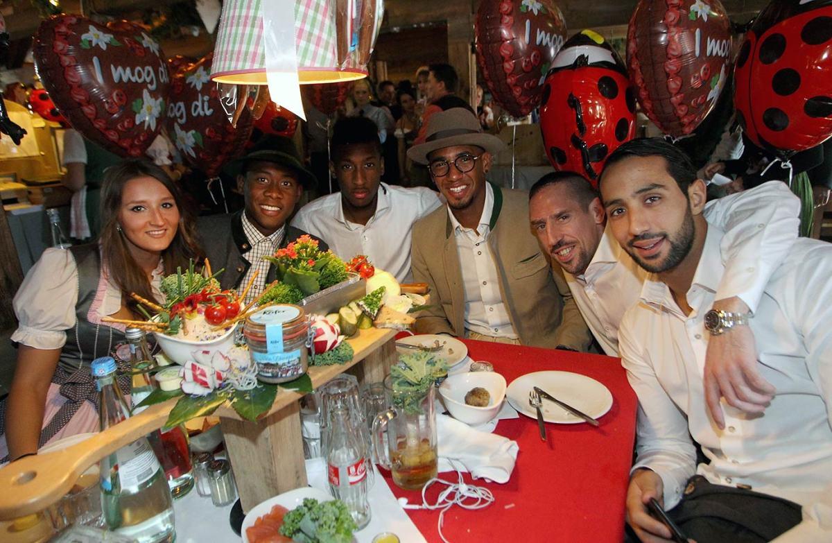 Medhi-Benatia-Franck-Ribery-Jerome-Boateng-Kingsley-Coman-David-Alaba-Oktoberfest-490649590.jpg