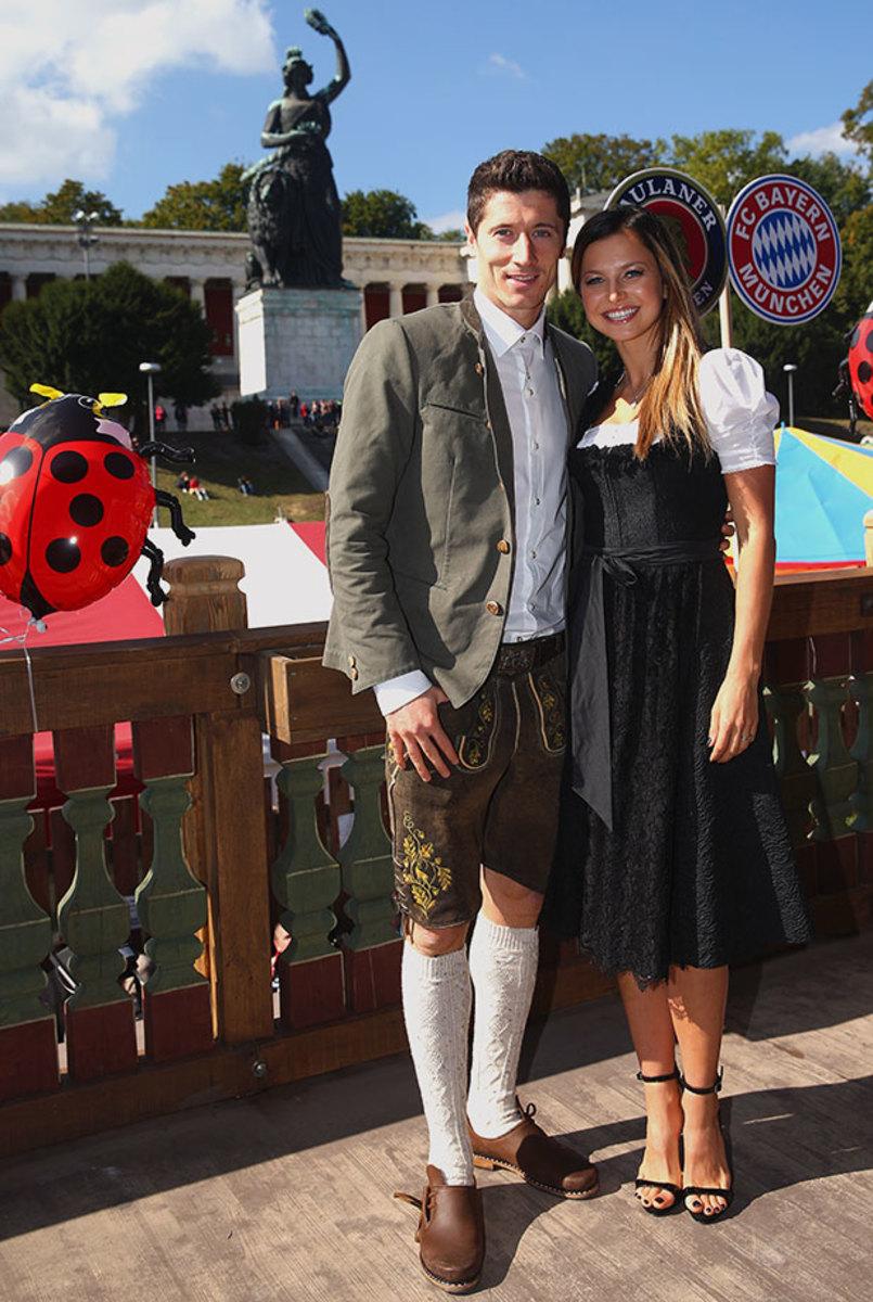 Robert-Lewandowski-wife-Anna-Oktoberfest-490650912.jpg
