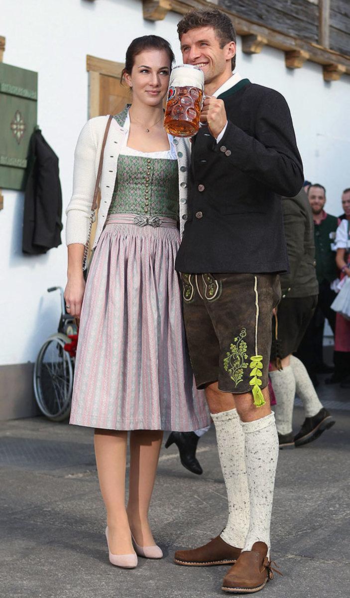 Thomas-Mueller-Oktoberfest-wife-Lisa-490651040.jpg