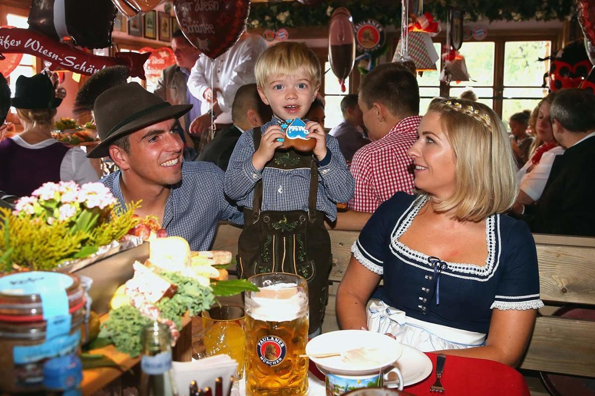Philipp-Lahm-wife-Claudia-son-Julian-Oktoberfest-490649320.jpg