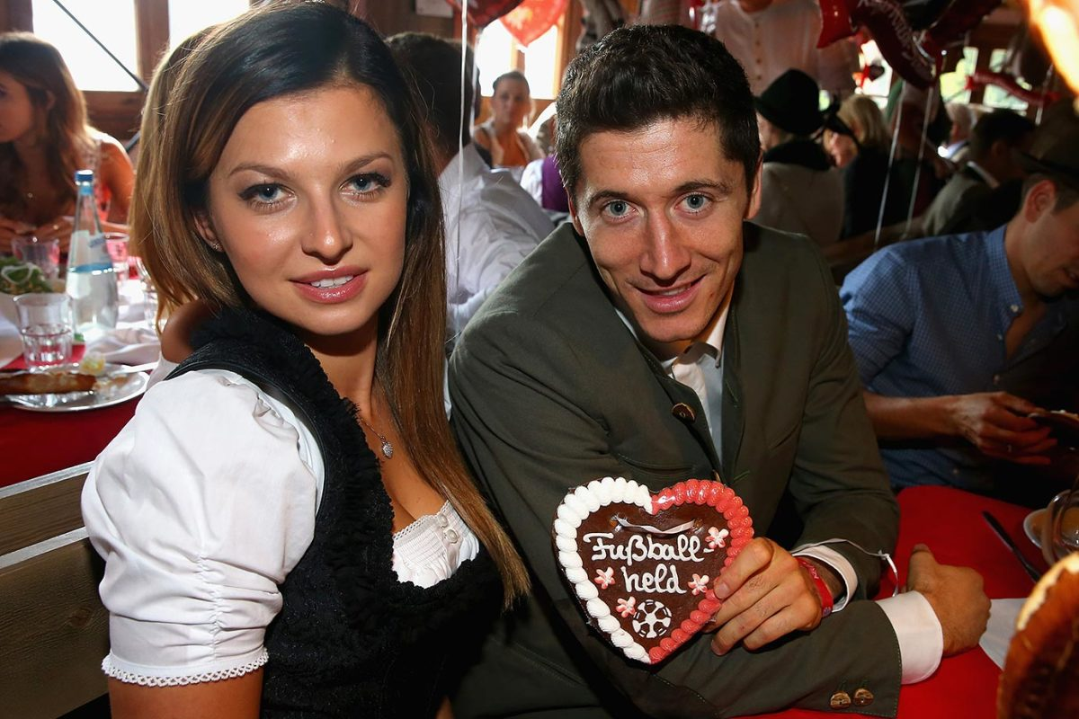 Robert-Lewandowski-wife-Anna-Oktoberfest-490649452.jpg