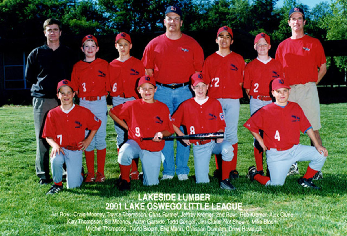 Trayce Thompson (second from left in the bottom row) and older brother Klay (third from left in the second row) on a Lake Oswego Little League team in 2001.