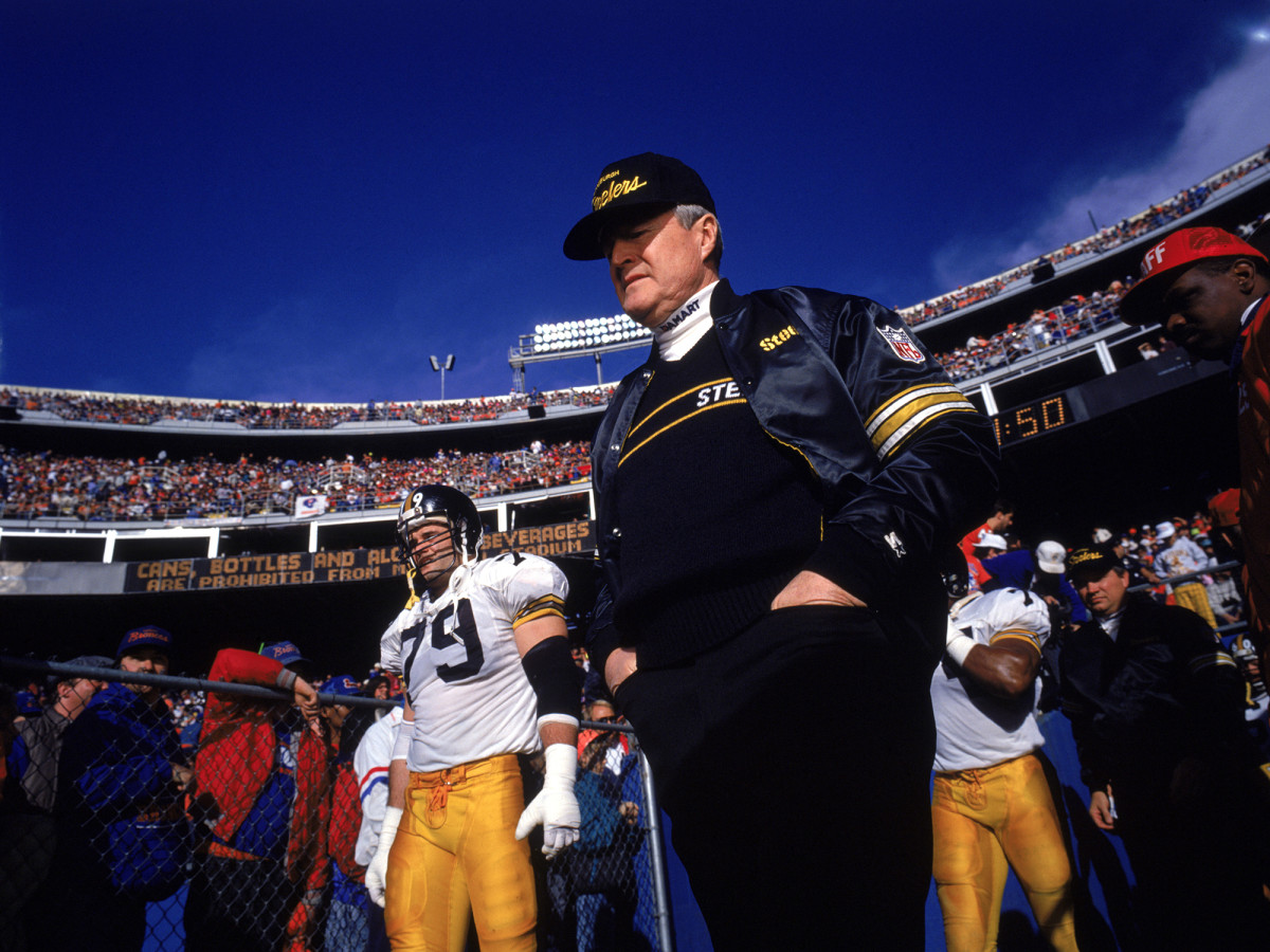 Noll before the 1989 AFC Divisional Playoff game against the Denver Broncos at Mile High Stadium on January 7, 1990.