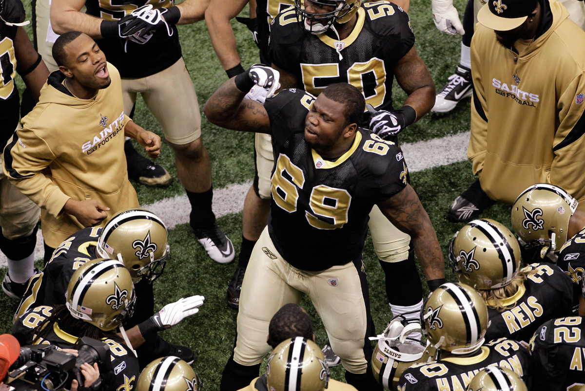 Anthony Hargrove firing up his defensive teammates before the 2009 NFC Championship Game.