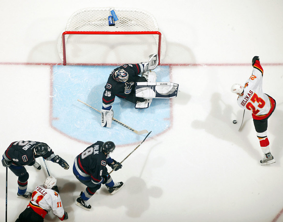 2004-Flames-Canucks-Game-7-Martin-Gelinas-Alex-Auld.jpg