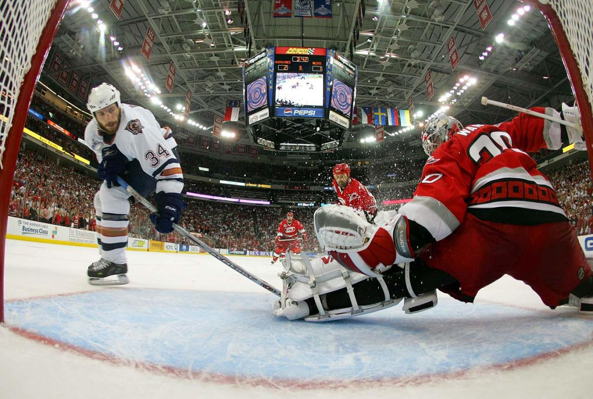 2006-Hurricanes-Oilers-Game-7-Cam-Ward-Fernando-Pisani.jpg