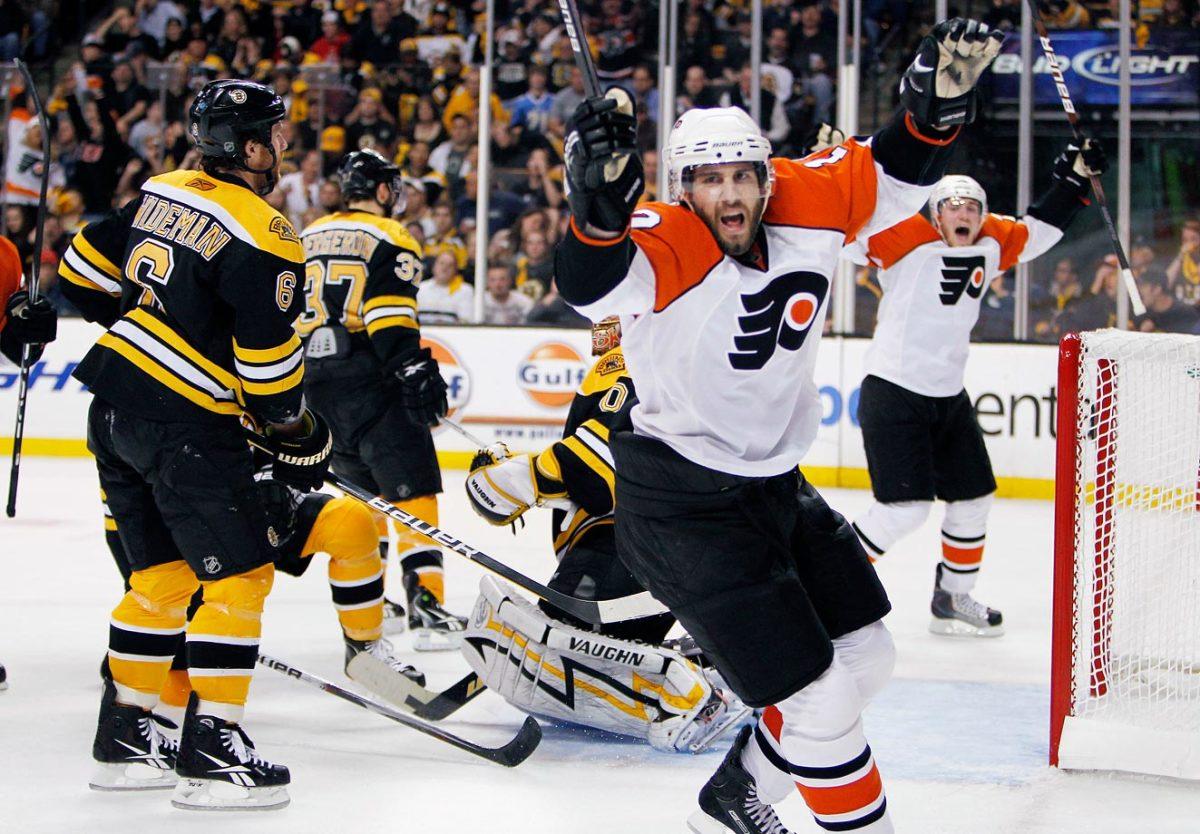 2010-Flyers-Bruins-Game-7-Simon-Gagne.jpg