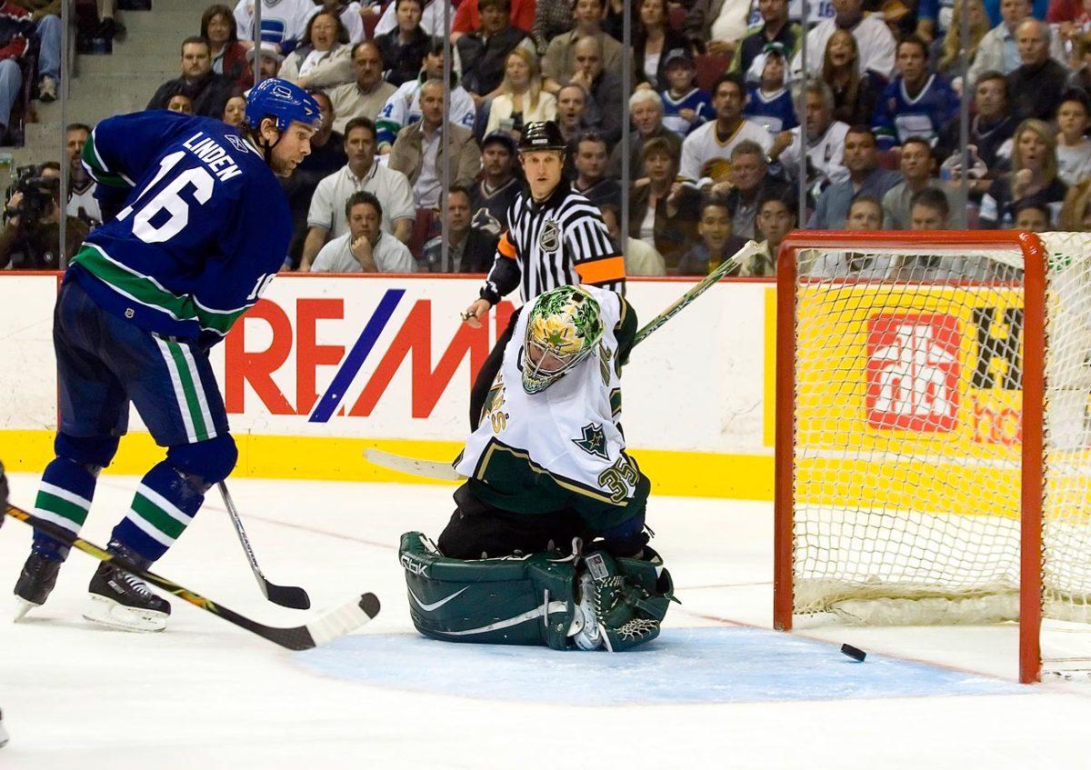 2007-Canucks-Stars-Game-7-Trevor-Linden-Marty-Turco.jpg
