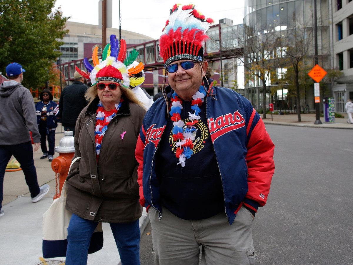 indians-fans-headdress.jpg