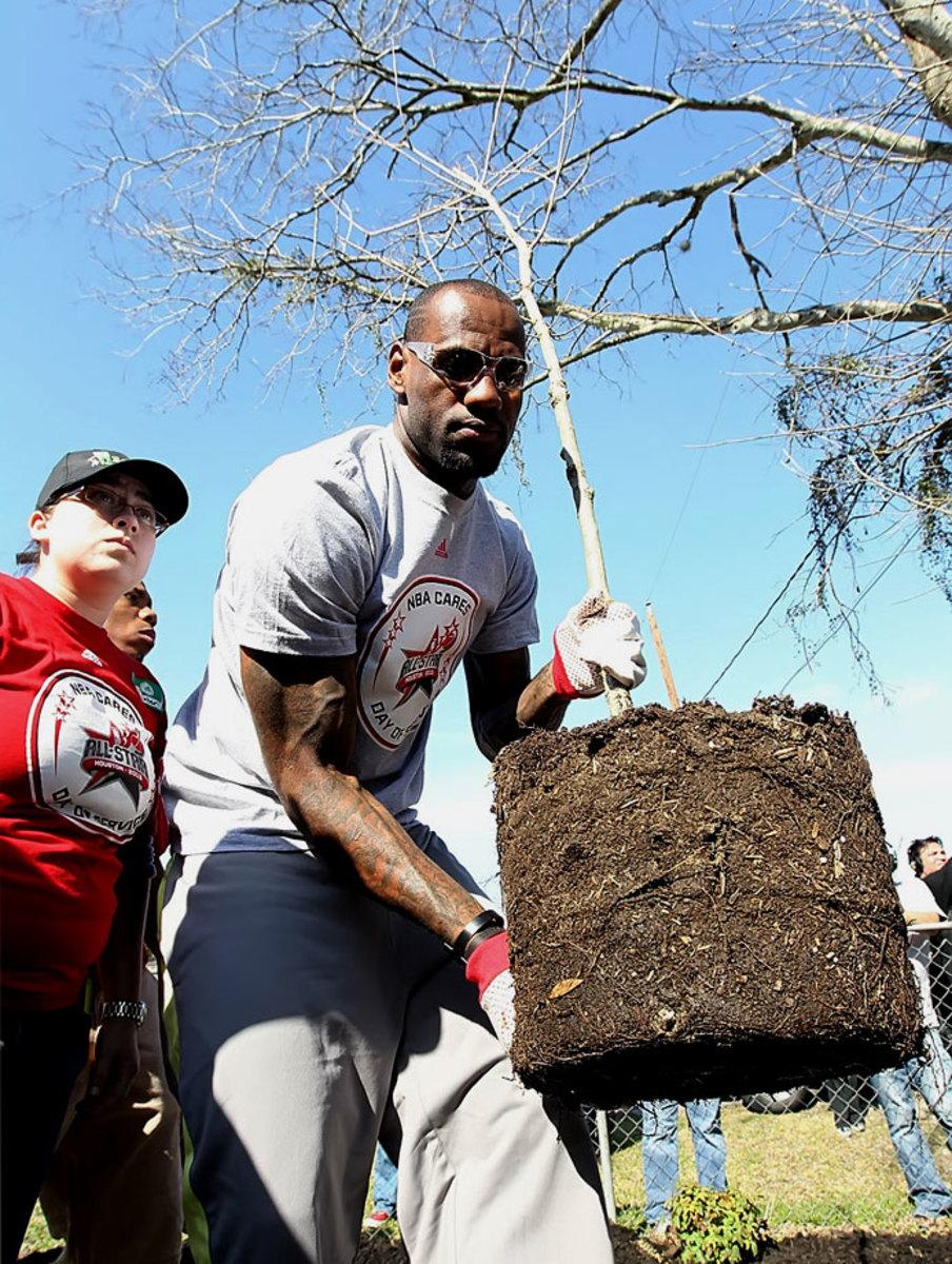 2013-LeBron_James-NBA_Cares-Houston_All_Star_2013BY4_5077.jpg