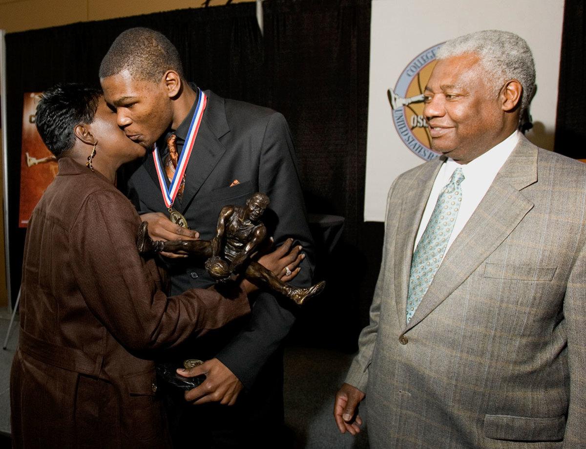 2007-Kevin-Durant-mother-Wanda-Oscar-Robertson.jpg