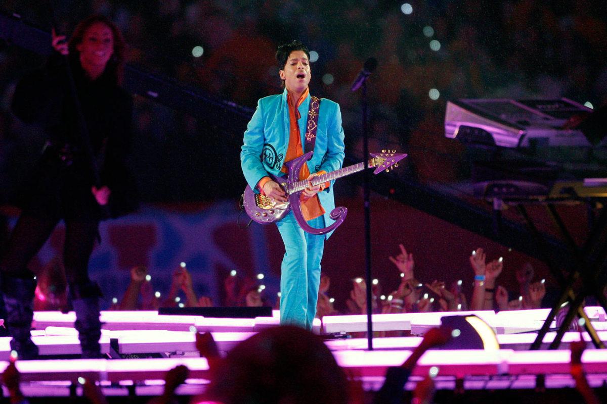 2007-Super-Bowl-XLI-Prince-006835797.jpg