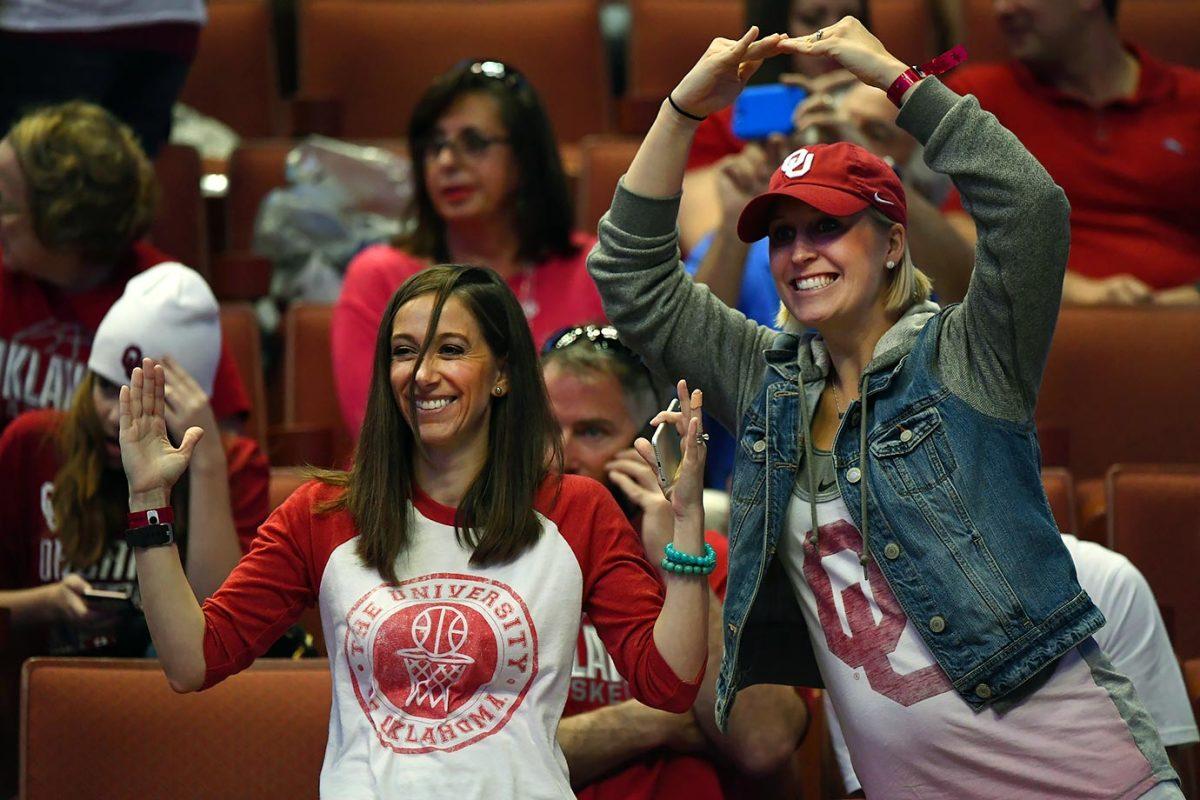 2016-0326-Oklahoma-fans-SI297_TK1_00122.jpg
