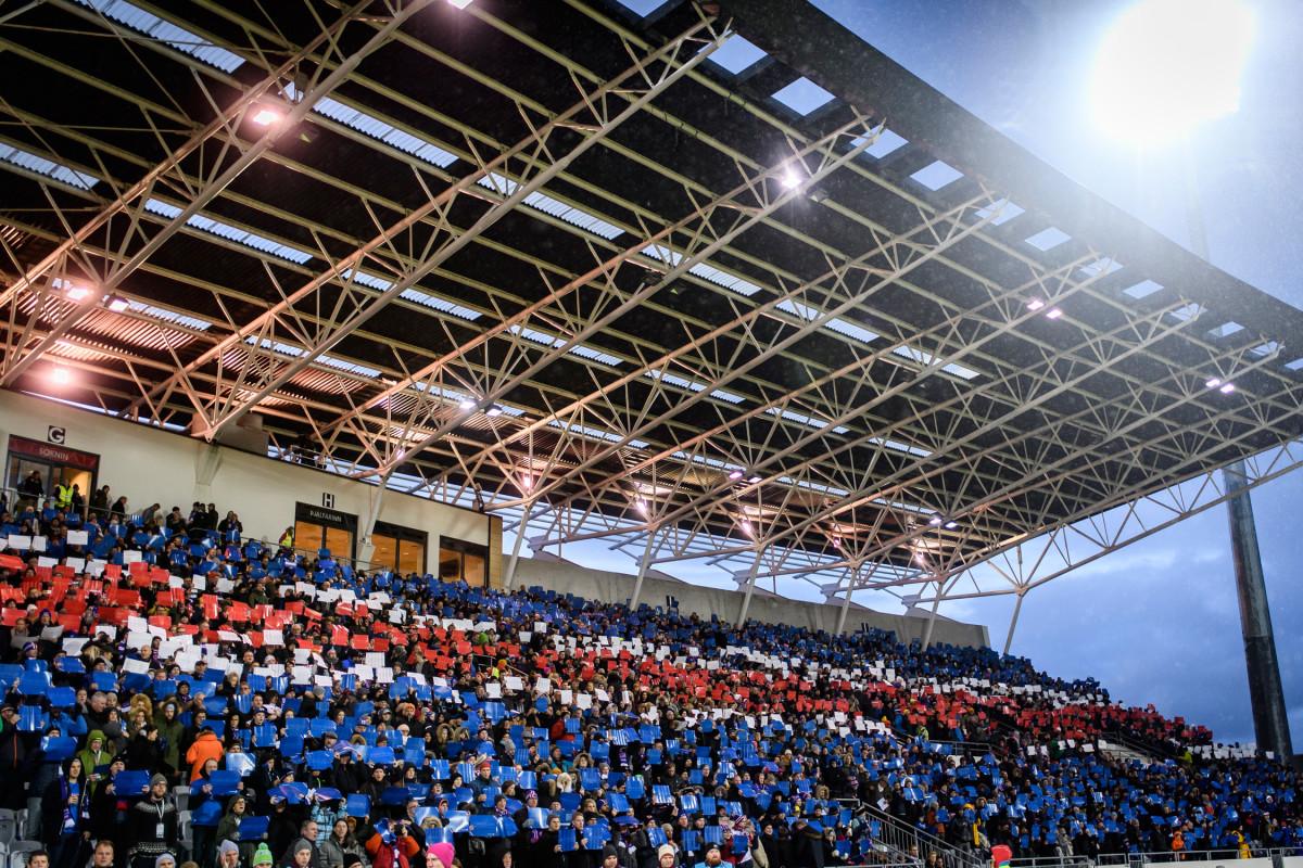 Iceland-Fans-Tifo_1.jpg
