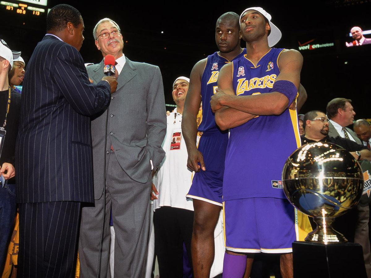 2002-Los-Angeles-Lakers-Phil-Jackson-Shaquille-O-Neal-Kobe-Bryant_0.jpg