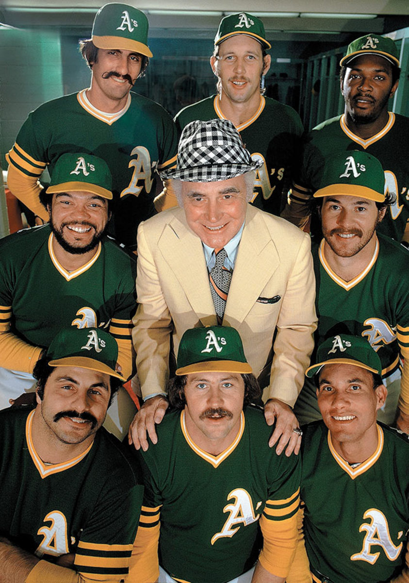 1974-Oakland-Athletics-Rollie-Fingers-Joe-Rudi-Vida-Blue-Reggie-Jackson-Charlie-Finley-Gene-Tenace-Sal-Bando-Jim-Catfish-Hunter-Bert-Campaneris-001257078.jpg