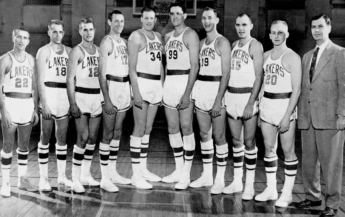 1954-Minneapolis-Lakers-George-Mikan.jpg