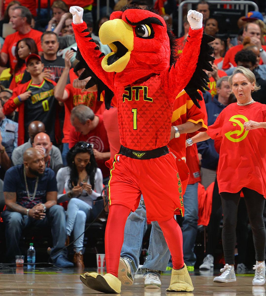 Atlanta-Hawks-mascot-Harry-the-Hawk.jpg