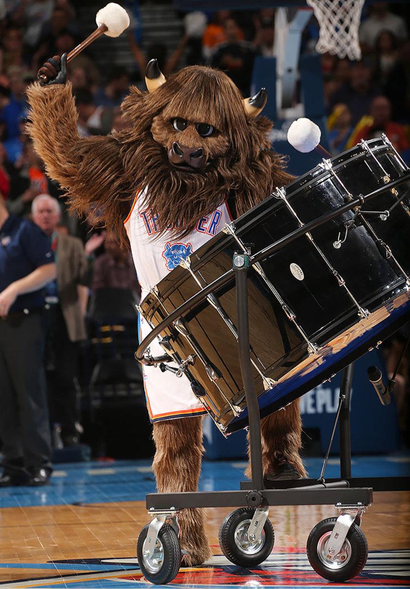 Oklahoma-City-Thunder-mascot-Rumble-the-Bison.jpg