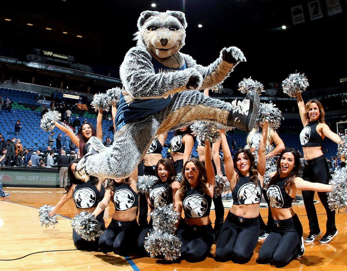 Minnesota-Timberwolves-mascot-Crunch-the-Wolf.jpg