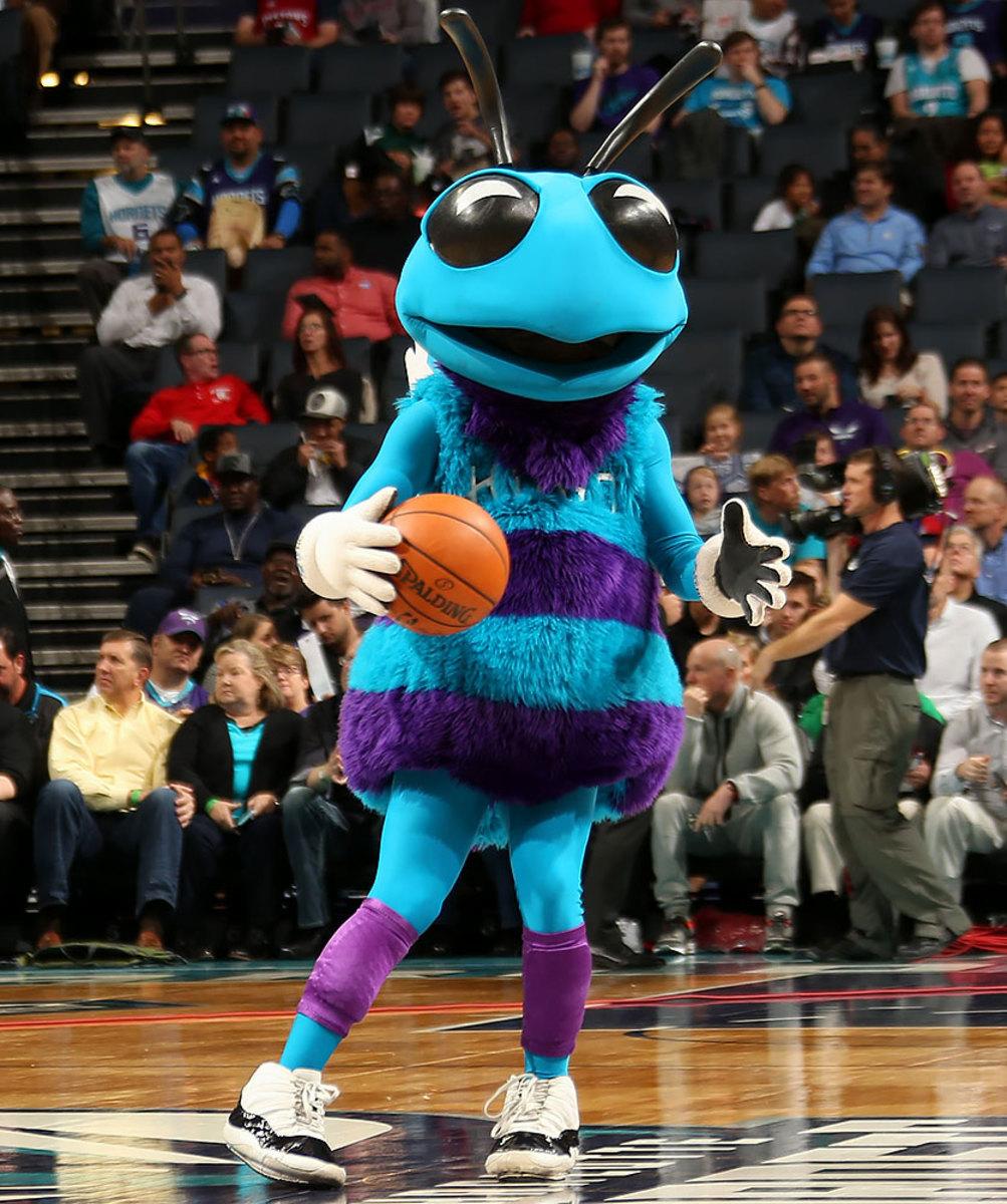 Charlotte-Hornets-mascot-Hugo-the-Hornet.jpg