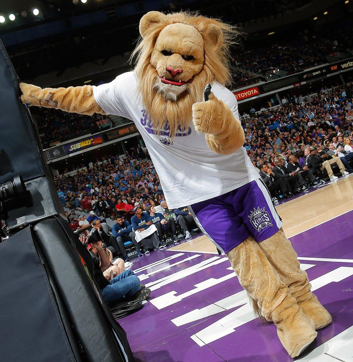 Sacramento-Kings-mascot-Slamson-the-Lion.jpg