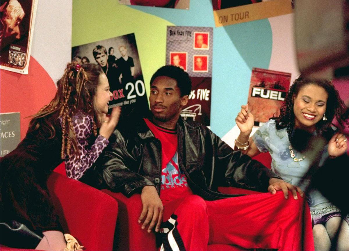 1998-Kobe-Bryant-Amanda-Bynes-All-That-05817243.jpg