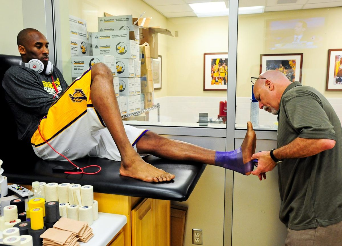 2012-Kobe-Bryant-ankle-wrapped.jpg