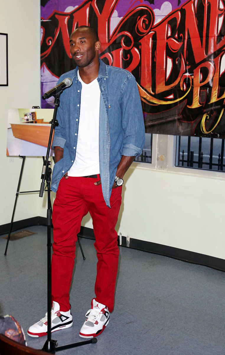 2012-Kobe-Bryant-red-pants.jpg