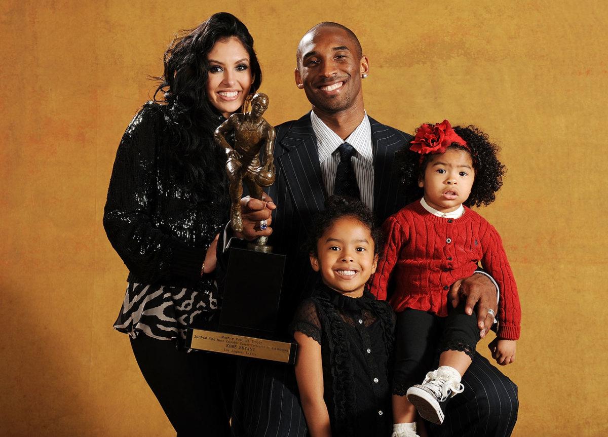 2008-Kobe-Bryant-wife-Vanessa-daughters-Natalia-Gianna.jpg
