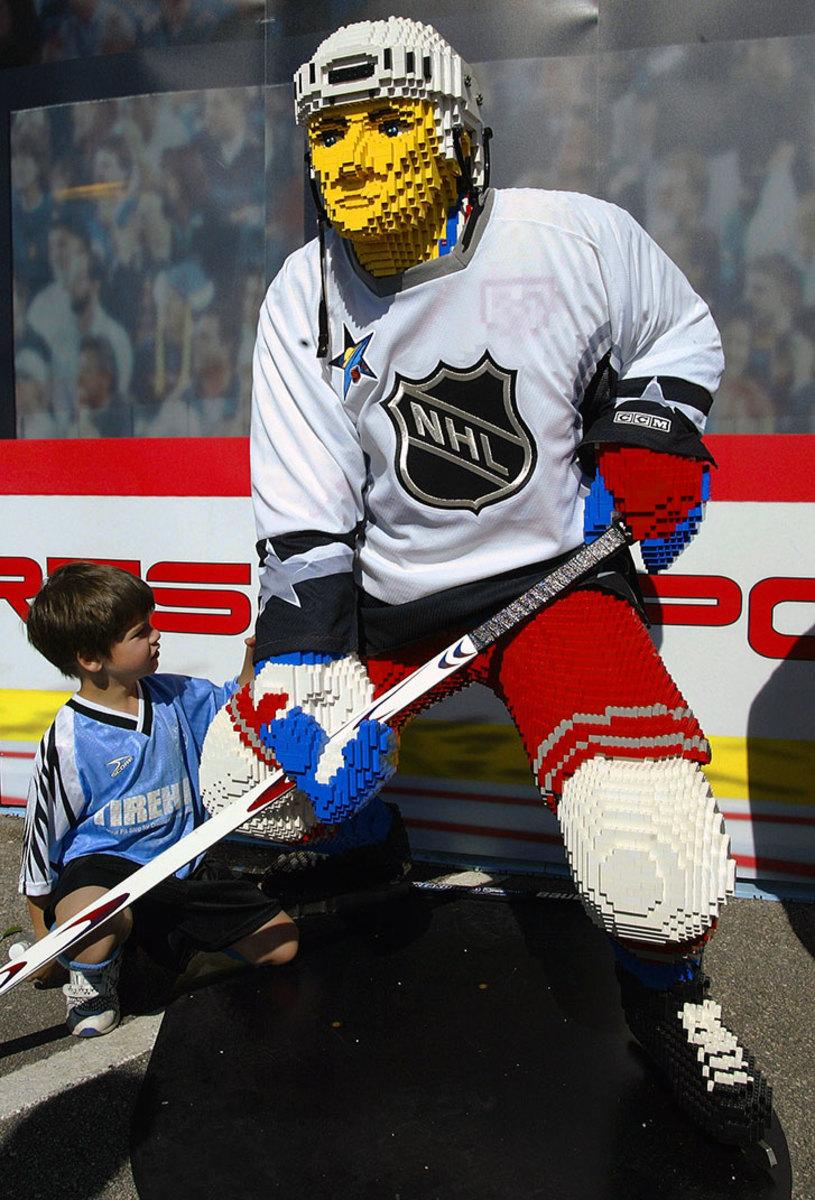 2003-0201-NHL-player-LEGO.jpg