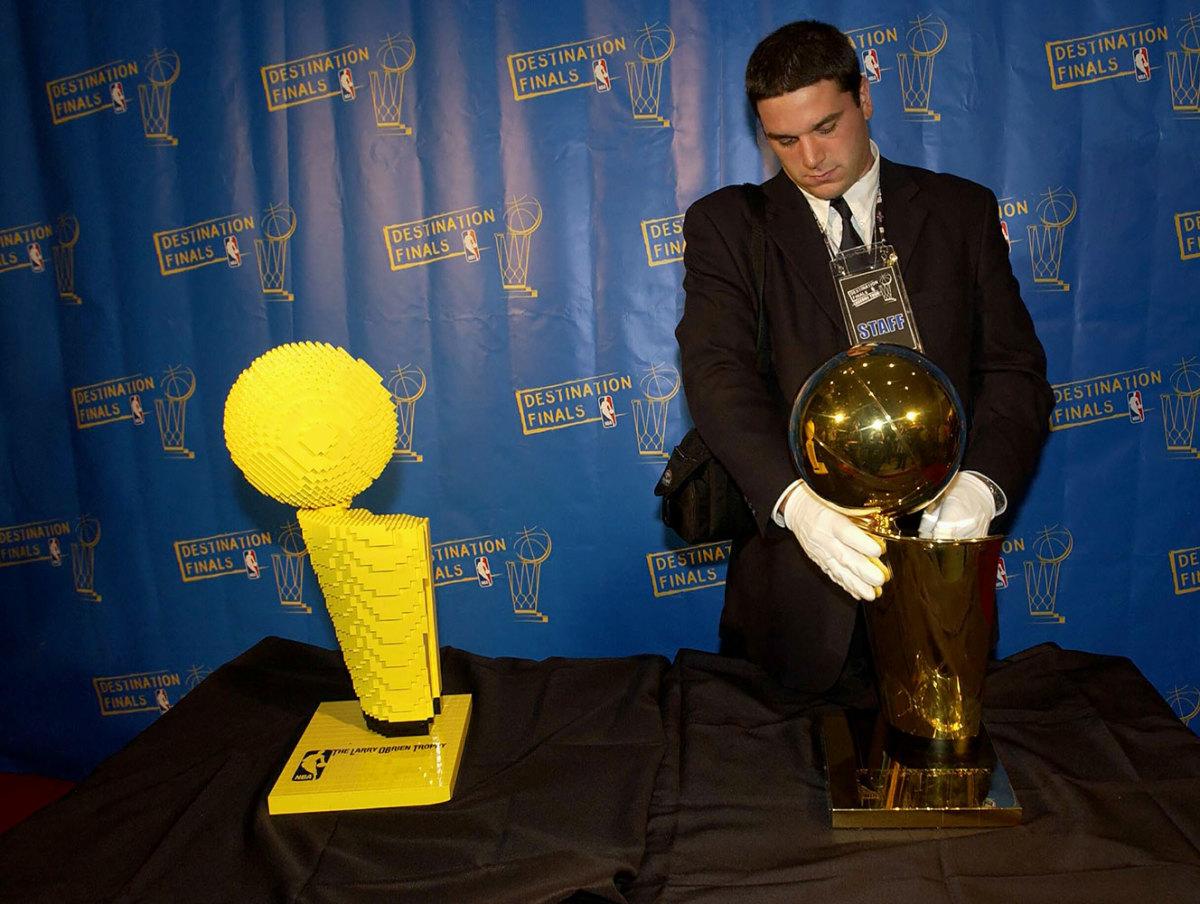 2004-0505-Larry-O-Brien-NBA-Championship-trophy-LEGO.jpg