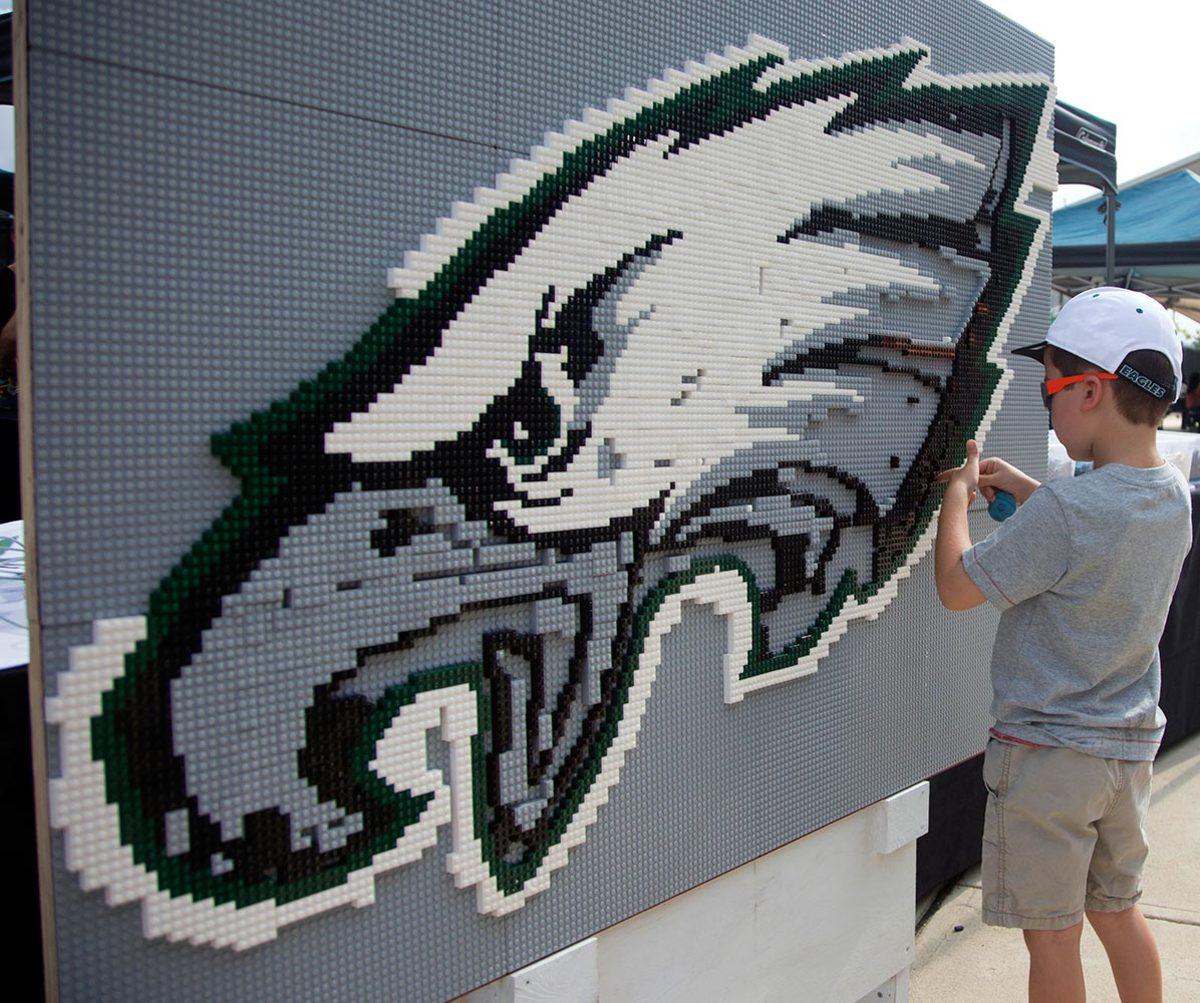 2016-0731-Philadelphia-Eagles-logo-LEGO.jpg