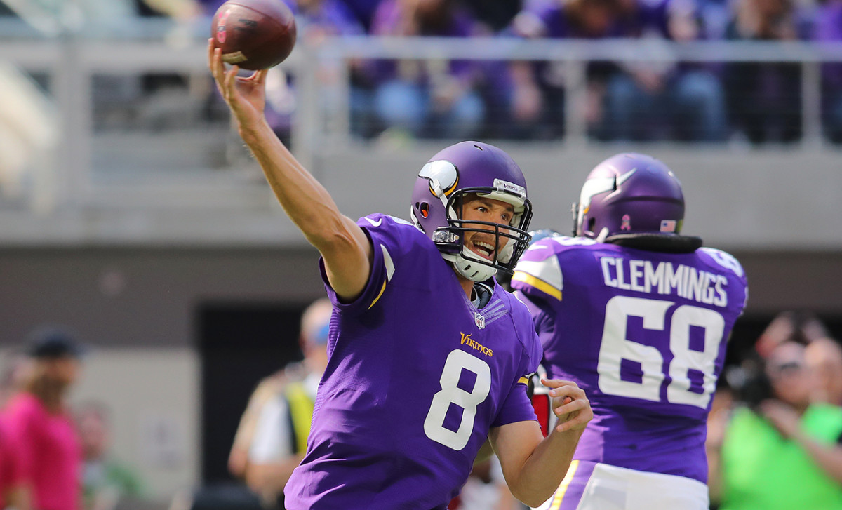 Sam Bradford completed 22-of-30 passes for 271 yards, two touchdowns and no interceptions in the Vikings' win over the Texans on Sunday.