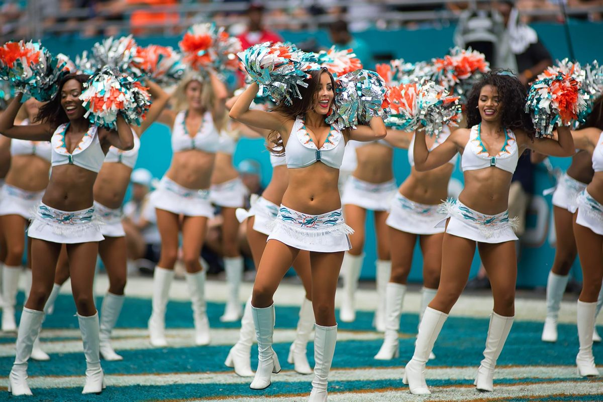 Miami-Dolphins-cheerleaders-DGD1609258021_Browns_at_Dolphins.jpg