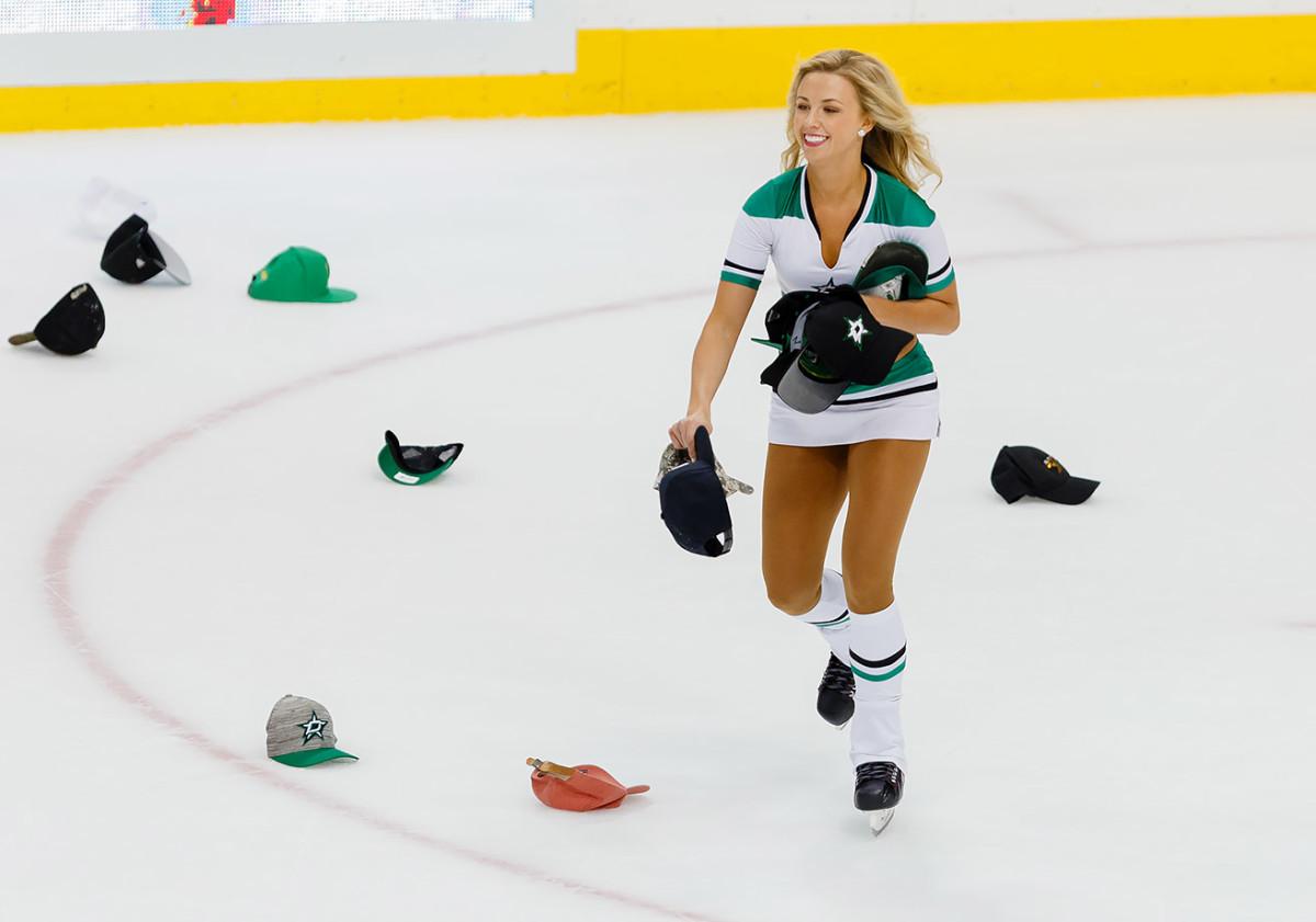 Dallas-Stars-Ice-Girls-CEY1604091175_Predators_AT_Stars.jpg
