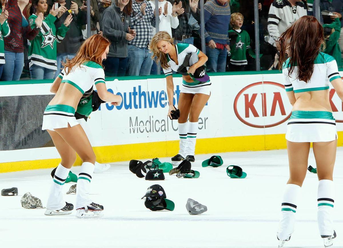 Dallas-Stars-Ice-Girls-GettyImages-520080788.jpg