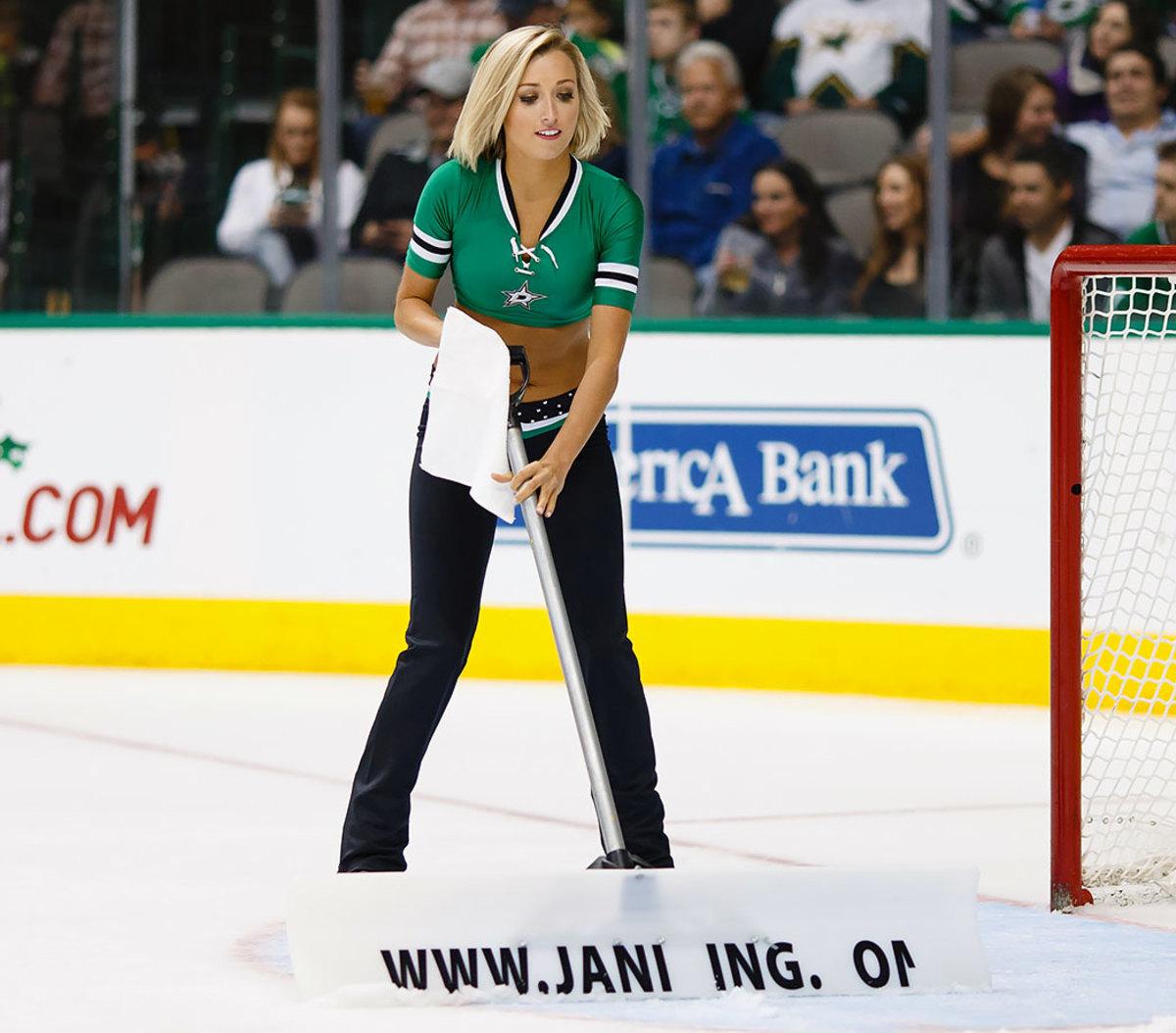Dallas-Stars-Ice-Girls-CEY151211126_Flyers_AT_Stars.jpg