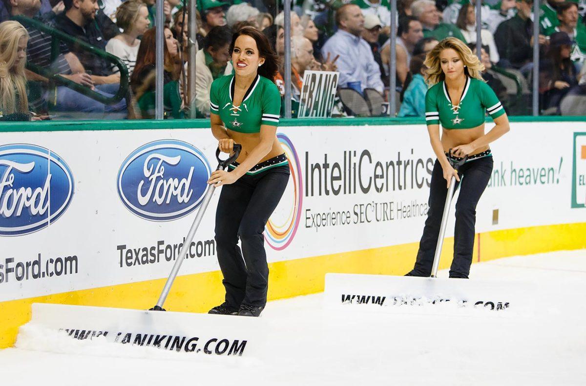Dallas-Stars-Ice-Girls-CEY1512111176_Flyers_AT_Stars.jpg