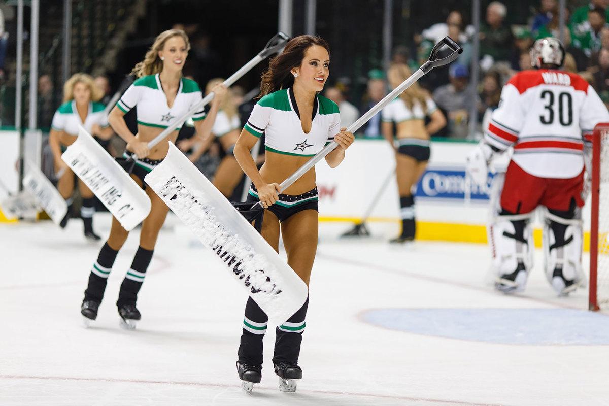 Dallas-Stars-Ice-Girls-CEY151208167_Canes_AT_Stars.jpg