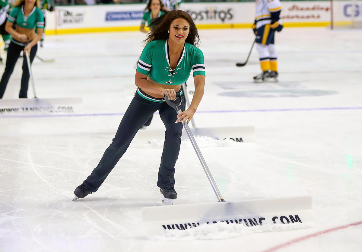 Dallas-Stars-Ice-Girls-DFX160329055Predators_at_Stars.jpg