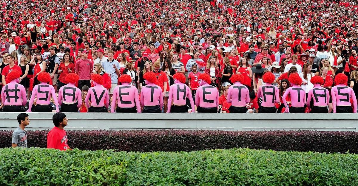 2016-1015-Georgia-Bulldogs-fans-614897272.jpg