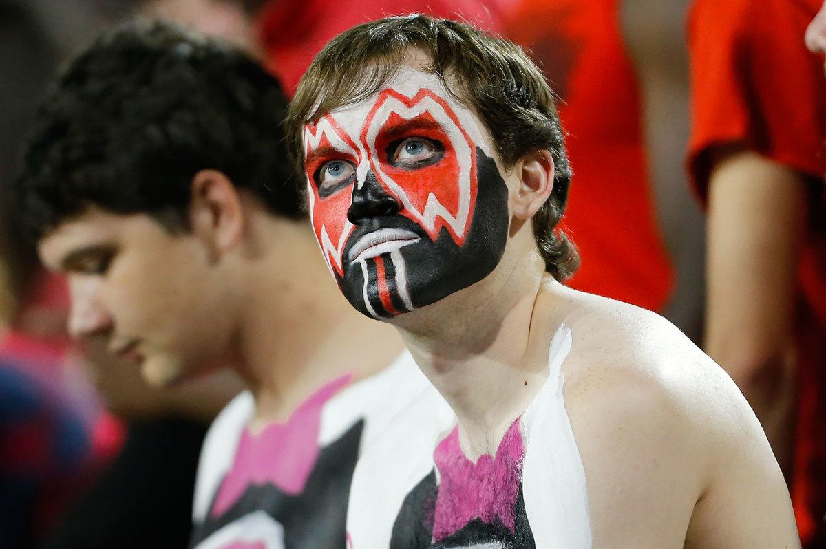 2016-1015-Arkansas-State-Red-Wolves-fans-CGR161015_South-Alabama-v-Arkansas-Sta.jpg