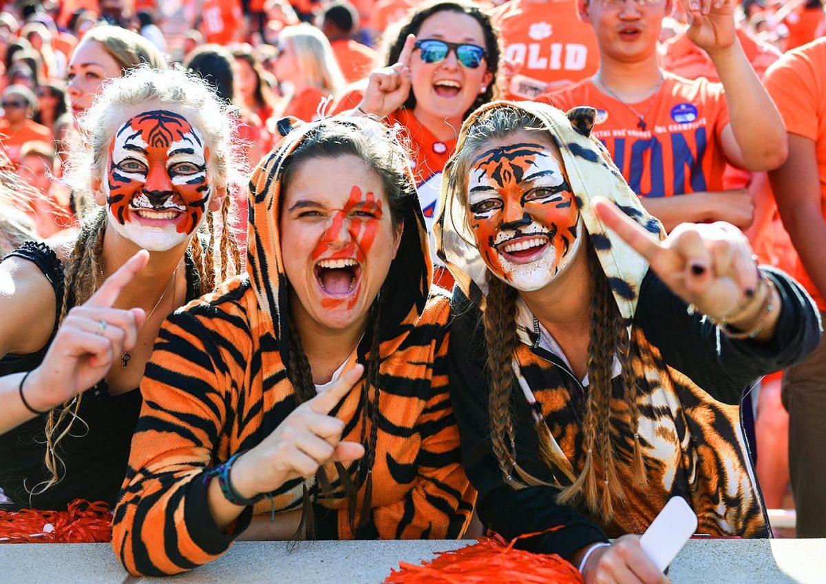 2016-1015-Clemson-Tigers-fans-DAT1610150431_NC_State_at_Clemson.jpg